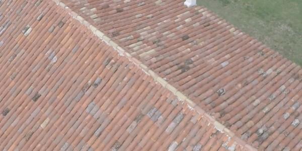 particolare del tetto ristrutturato cascinale zerman