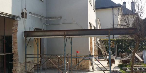 montaggio putrella IPE 6 metri ristrutturazione casa treviso mestre mogliano