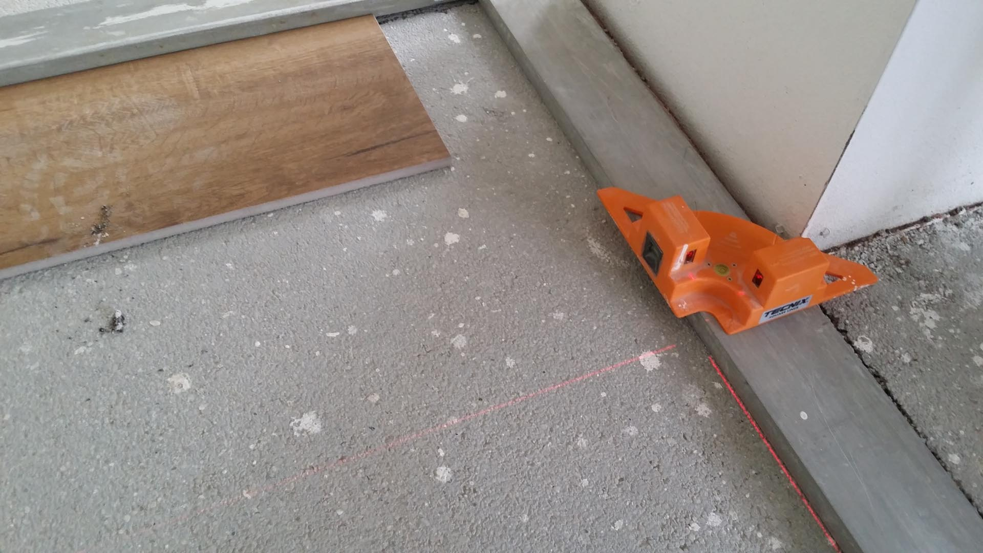 Posa pavimenti e rivestimenti mestre treviso - Le piastrelle del pavimento di un locale ...