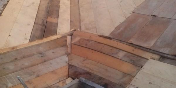 le nuove tavole sul tetto ripristinato